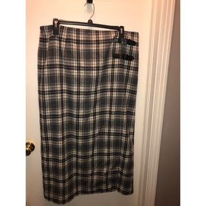 Wool plaid skirt (New without Tag)